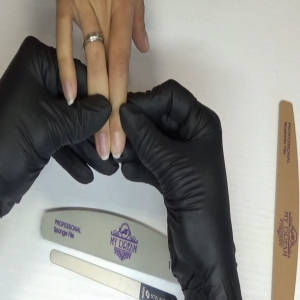 Правилна работа, допускани грешки и технически похвати при създаването на различни форми на естествените нокти.